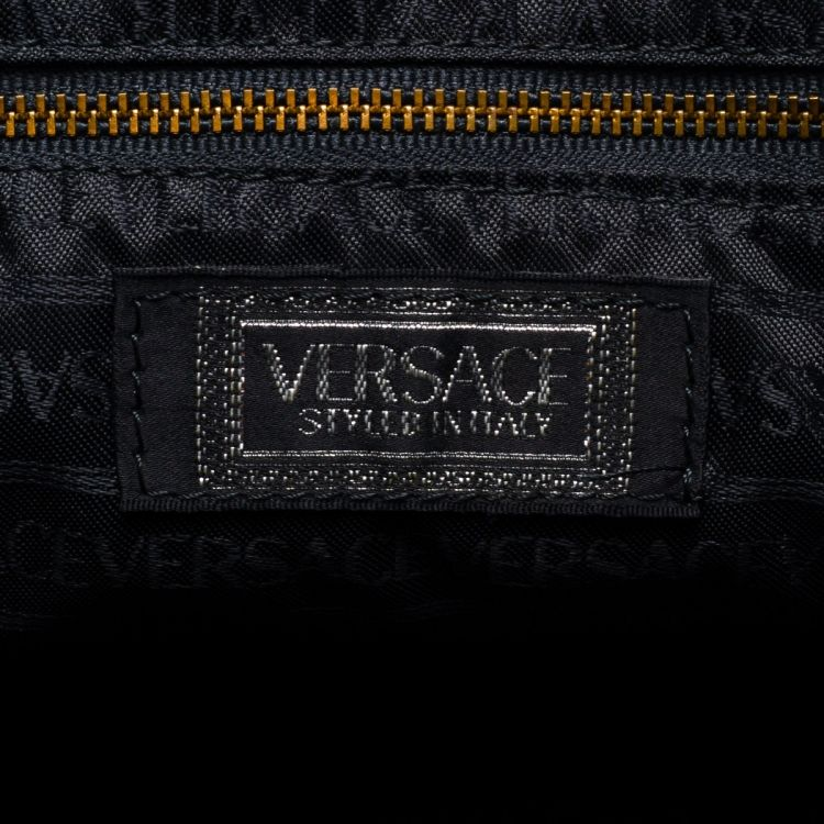 ad04a83f9601 LXRandCo guarantees this is an authentic vintage Versace travel bag. This classic  overnight bag comes in beautiful leather. Good condition  (AB)