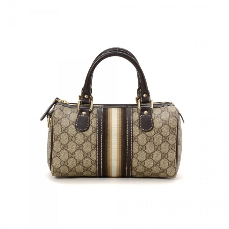 a0e827bf1a2 The authenticity of this vintage Gucci Boston Bag travel bag is guaranteed  by LXRandCo. This beautiful carry-on was crafted in gg coated canvas in  brown.