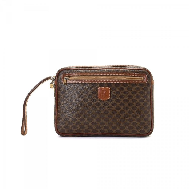 0091229c678c LXRandCo guarantees the authenticity of this vintage Céline Macadam  Cosmetic Pouch. This lovely cosmetic case in beautiful brown is made in  macadam coated ...