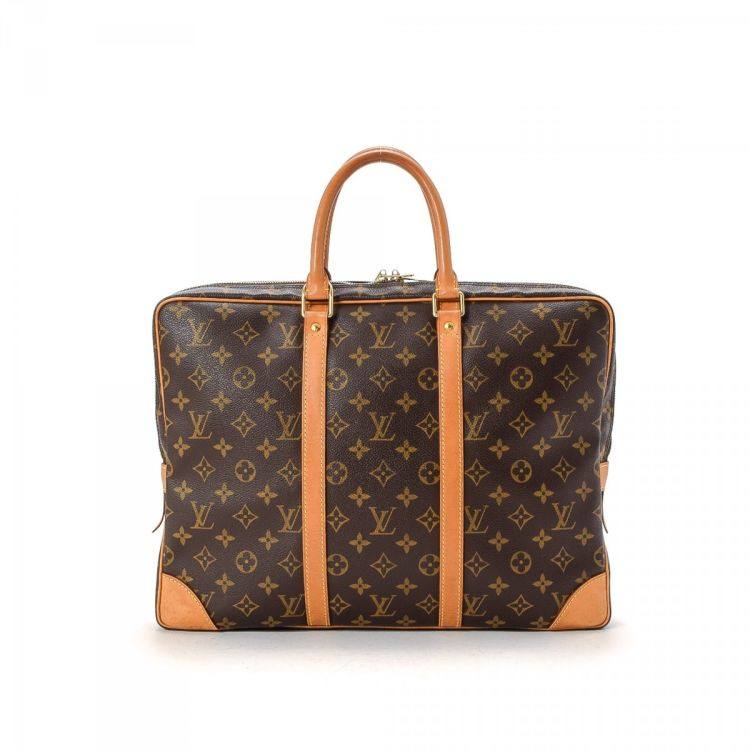 b64a61a58822c LXRandCo guarantees the authenticity of this vintage Louis Vuitton Porte- Documents Voyage briefcase. Crafted in monogram coated canvas