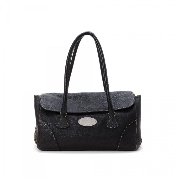 b526fe07e8f8 The authenticity of this vintage Fendi Selleria shoulder bag is guaranteed  by LXRandCo. This practical shoulder bag was crafted in leather in black.