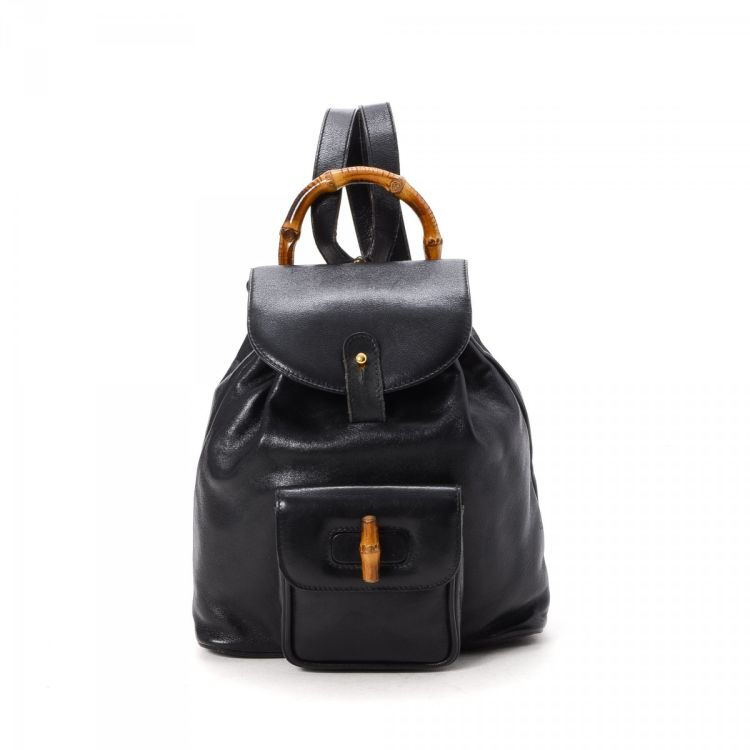 57d1652551e LXRandCo guarantees this is an authentic vintage Gucci Bamboo backpack.  Crafted in leather