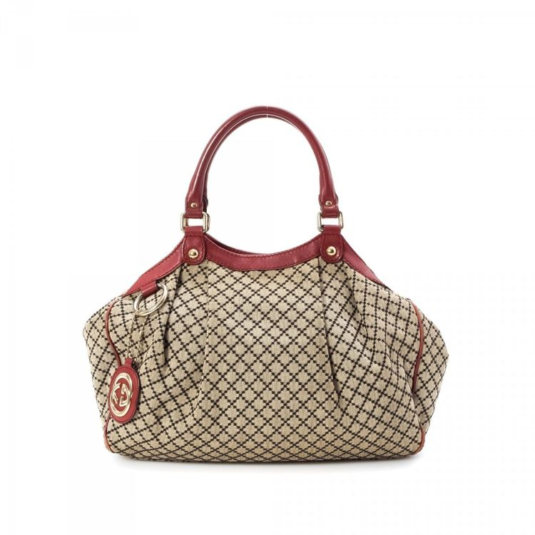 c1150573ef7 The authenticity of this vintage Gucci Sukey Medium tote is guaranteed by  LXRandCo. This signature work bag was crafted in canvas in beige.