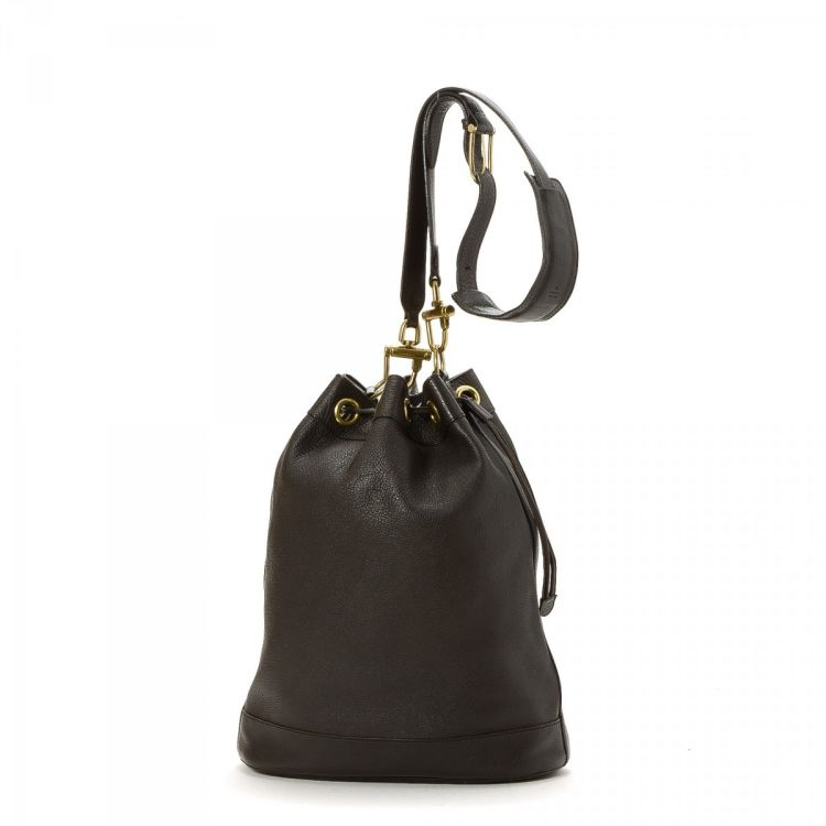 4d071e2aa33 LXRandCo guarantees the authenticity of this vintage Gucci Drawstring  Bucket Bag shoulder bag. This lovely purse comes in leather. Good  condition  (AB)