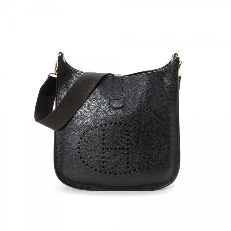 0fae13d7e766 LXRandCo guarantees this is an authentic vintage Hermès Evelyne PM shoulder  bag. This sophisticated purse in beautiful black is made of leather.