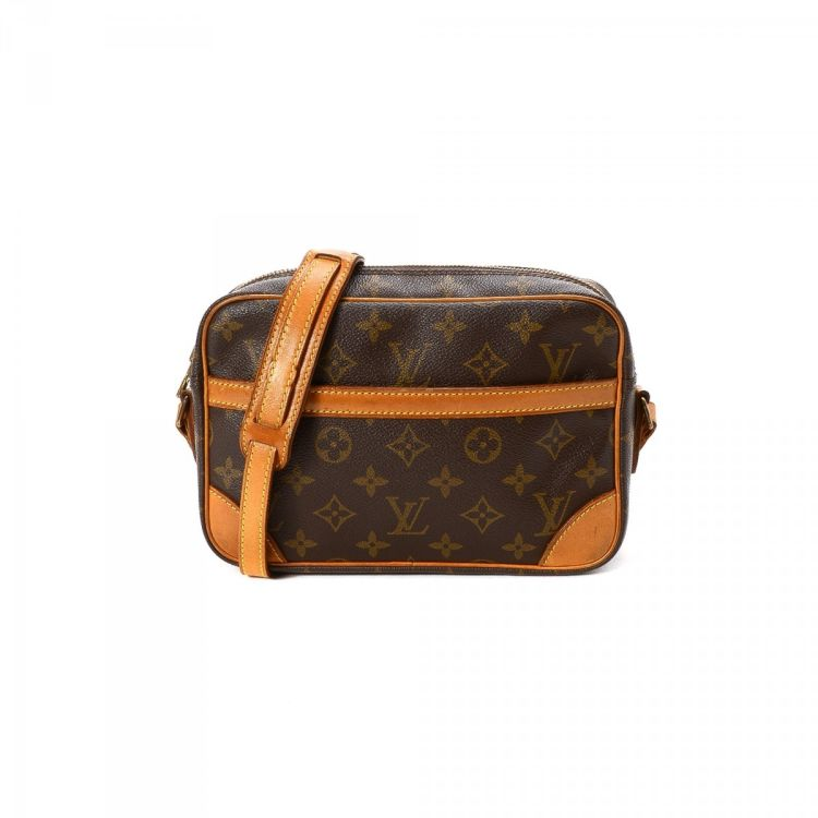 ad3085c17b68 The authenticity of this vintage Louis Vuitton Trocadero 23 messenger   crossbody  bag is guaranteed by LXRandCo. This beautiful pocketbook in brown is made  ...
