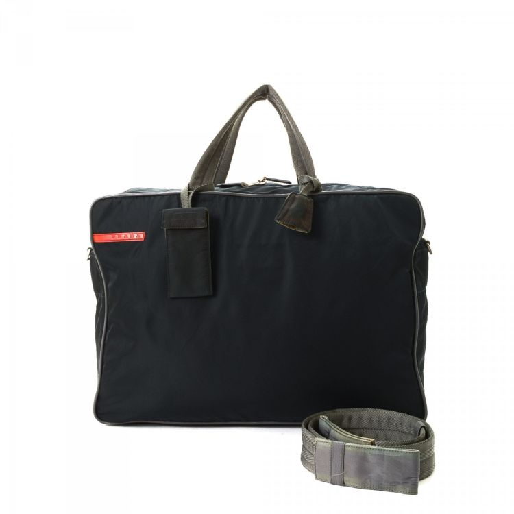 f5e0164bf76d LXRandCo guarantees this is an authentic vintage Prada Golf Boston Bag  travel bag. This refined baggage was crafted in nylon in navy.