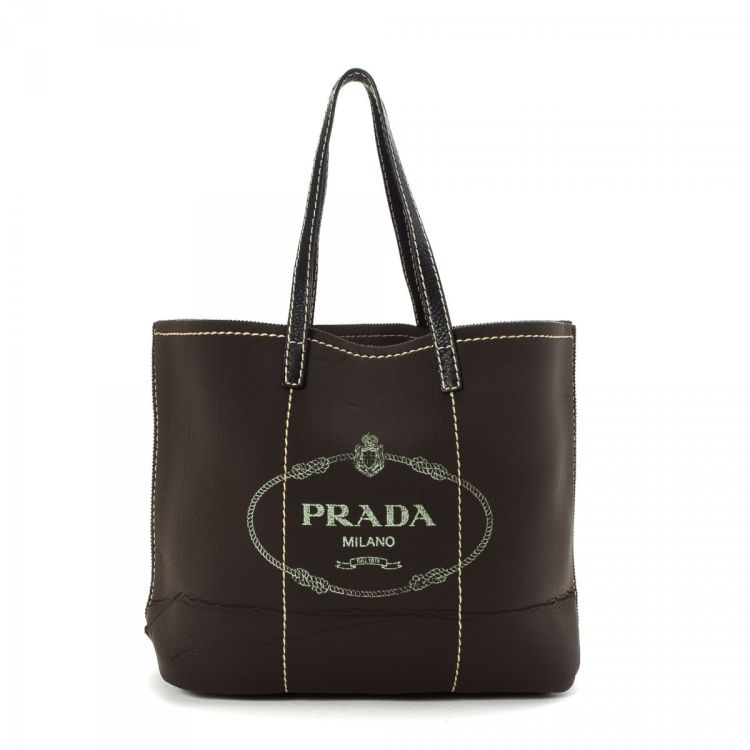 1c5c6584876d The authenticity of this vintage Prada Bag tote is guaranteed by LXRandCo.  Crafted in neoprene, this exquisite large handbag comes in beautiful brown.