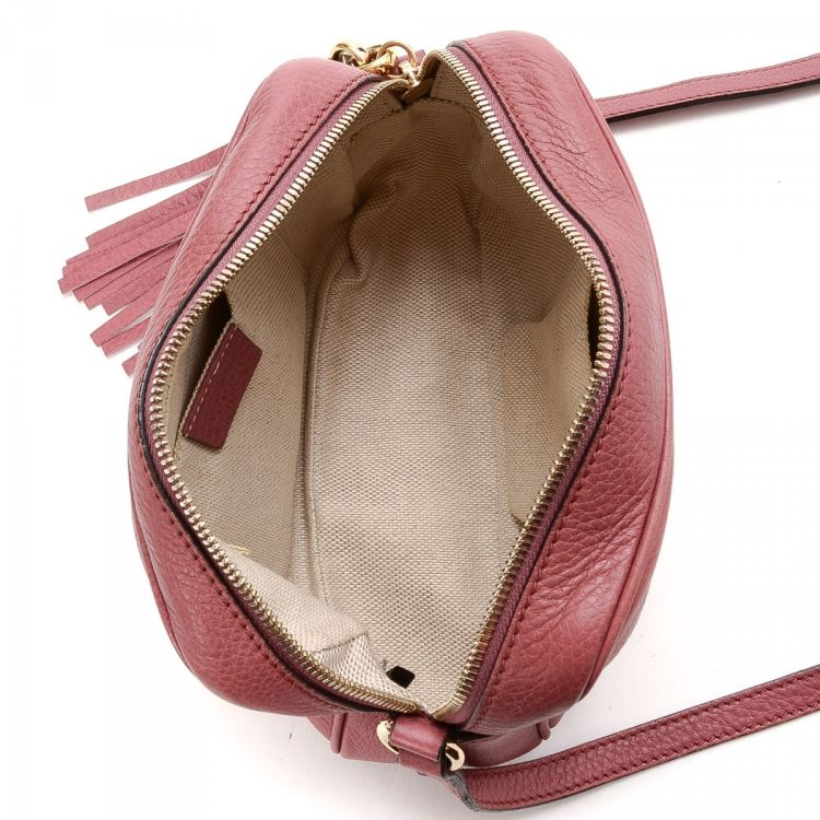 92e3a7524bb LXRandCo guarantees this is an authentic vintage Gucci Soho Disco Bag  messenger   crossbody bag. This refined saddle bag in rose ballerine is  made of ...