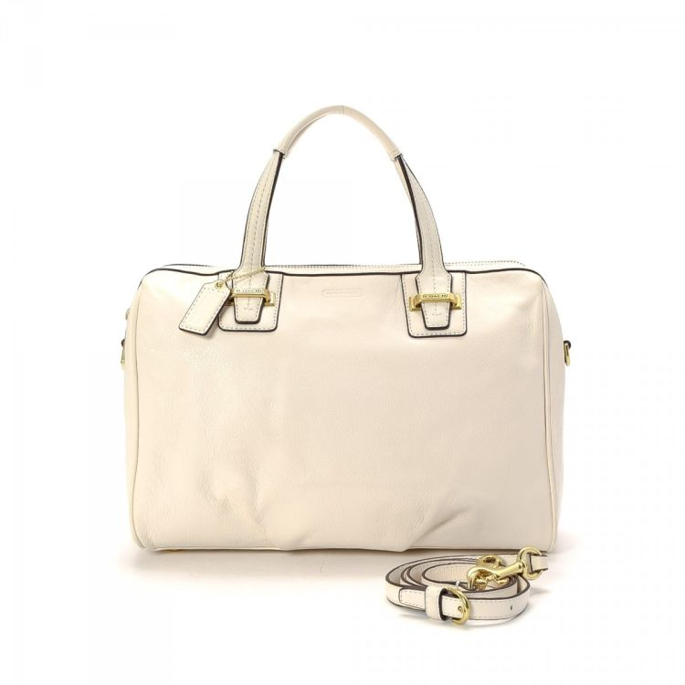 Lxrandco Guarantees This Is An Authentic Vintage Coach Two Way Top Handle Bag Handbag Everyday Pocketbook Comes In Beautiful Ivory Leather