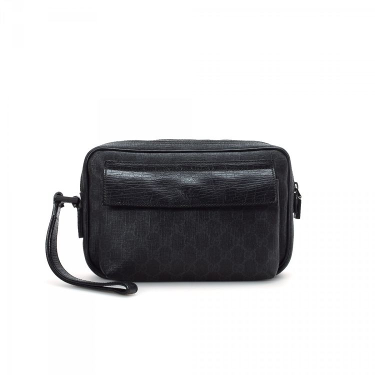 adc68deb098 LXRandCo guarantees this is an authentic vintage Gucci Clutch Bag vanity  case   pouch. Crafted in gg coated canvas