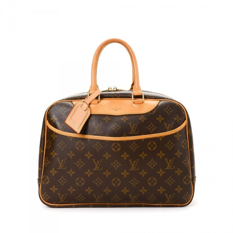 louis vuitton overnight bag. lxrandco guarantees the authenticity of this vintage louis vuitton deauville travel bag. crafted in monogram coated canvas, practical weekend bag comes overnight