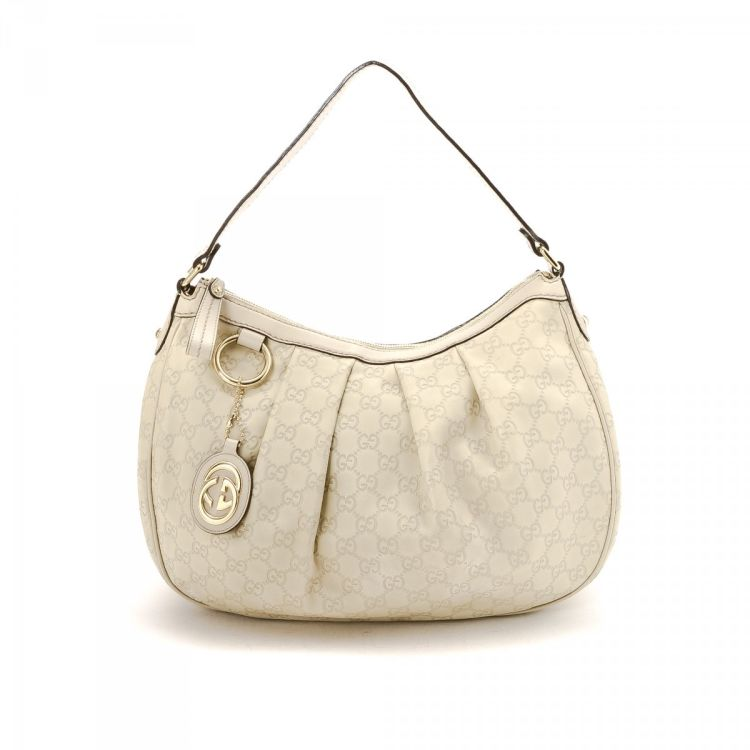 c3c82b1ba66 LXRandCo guarantees this is an authentic vintage Gucci Sukey shoulder bag.  Crafted in gg leather