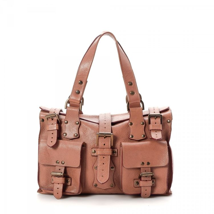 8437faf2df LXRandCo guarantees the authenticity of this vintage Mulberry Roxanne tote.  Crafted in leather
