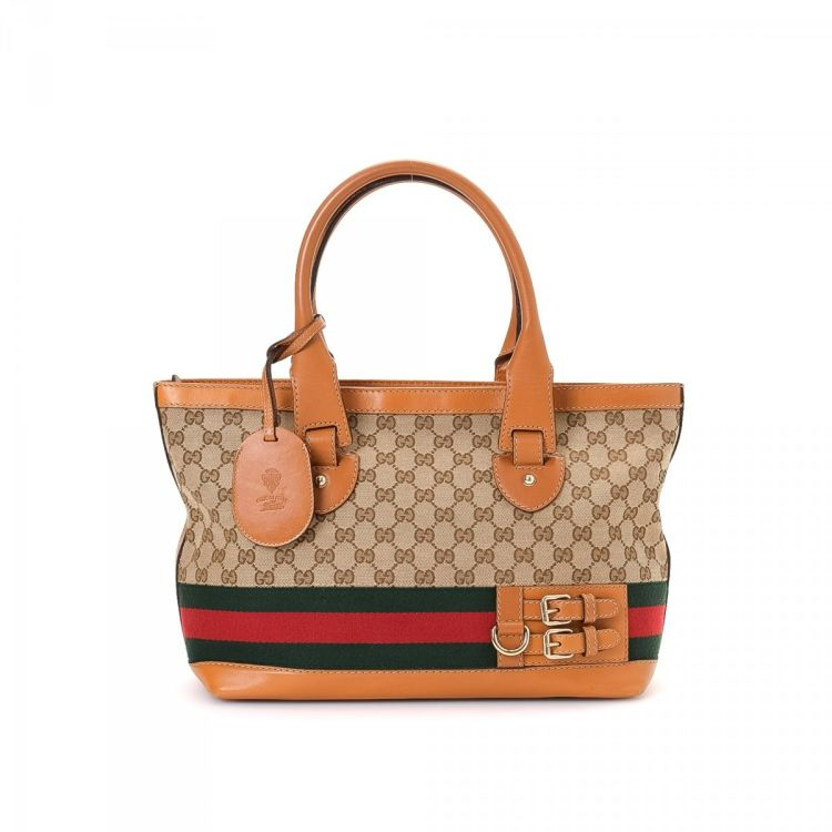 73a29b5f74b684 The authenticity of this vintage Gucci Heritage tote is guaranteed by  LXRandCo. This refined tote bag in beautiful beige is made in gg canvas.