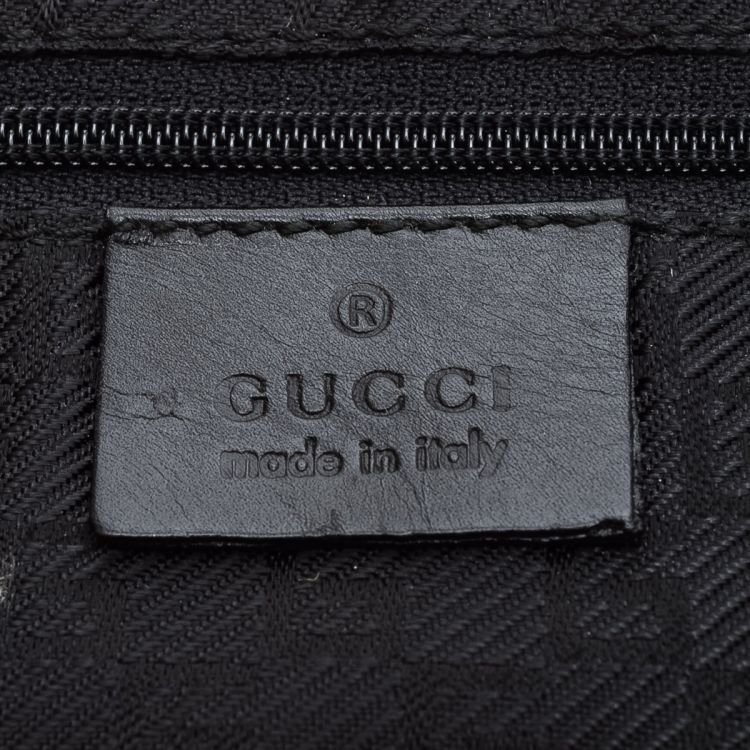 63186ba0555 The authenticity of this vintage Gucci Tiger shoulder bag is guaranteed by  LXRandCo. This signature purse comes in black suede. Good condition  (AB)