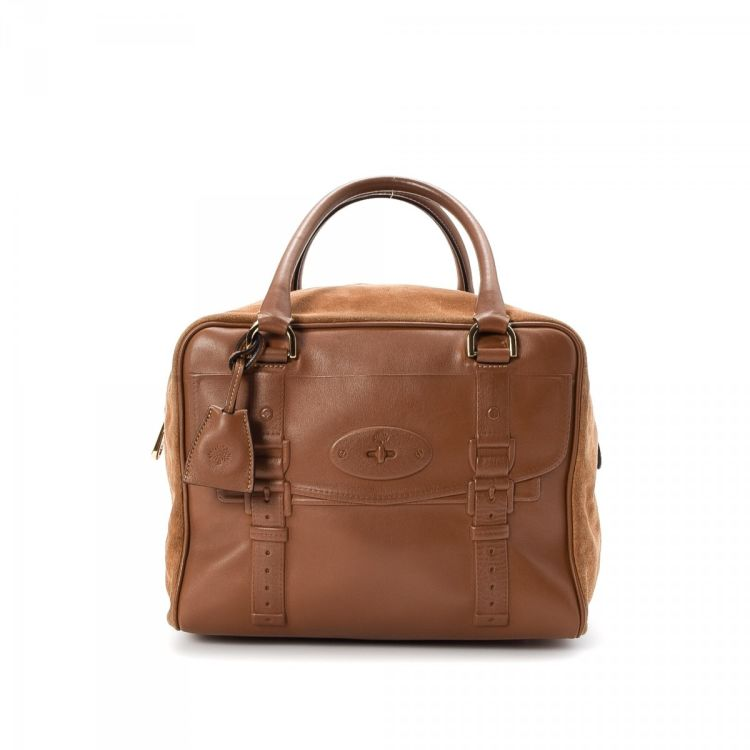 9e605bbe4a LXRandCo guarantees this is an authentic vintage Mulberry handbag. This  lovely bag comes in beautiful brown leather. Due to the vintage nature of  this ...