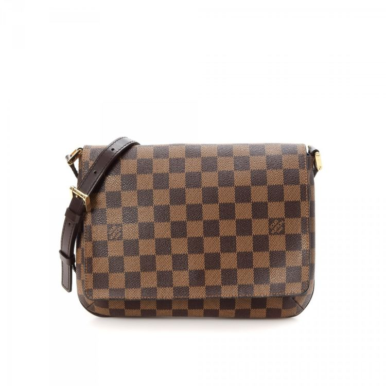 91446f5d7296 ... this vintage Louis Vuitton Musette Tango Long Strap messenger    crossbody bag. This stylish saddle bag in brown is made in damier ebene  coated canvas.