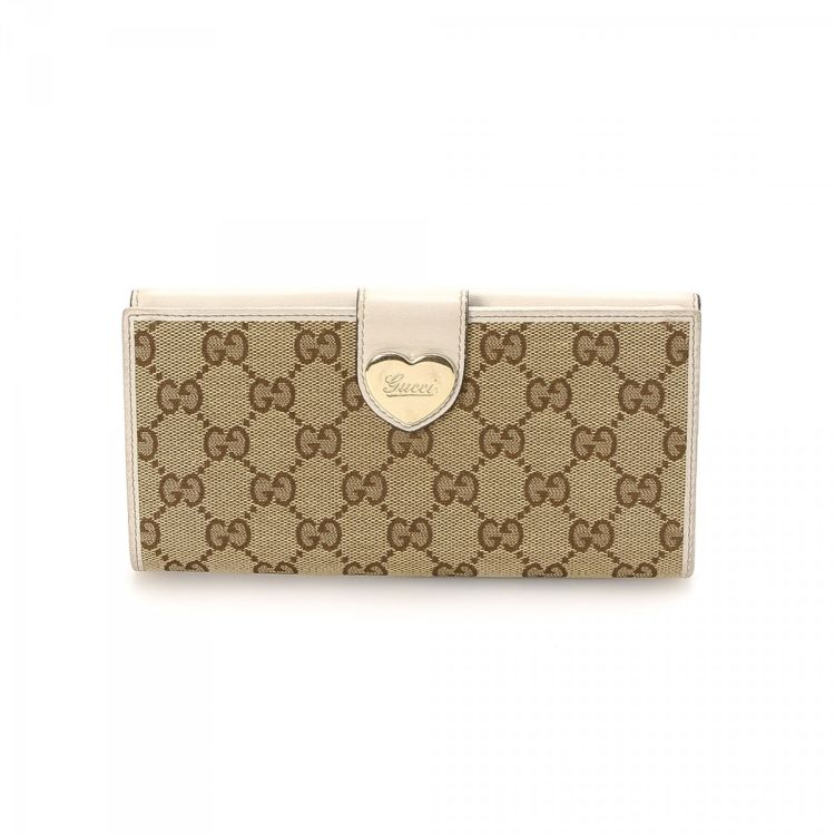 5339f3e7e0e2 The authenticity of this vintage Gucci Heart Continental wallet is  guaranteed by LXRandCo. Crafted in gg canvas, this beautiful compact wallet  comes in ...