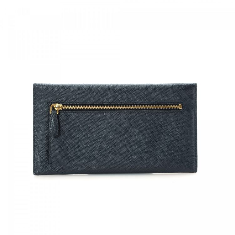 23786fe2ec4dfb The authenticity of this vintage Prada Envelope wallet is guaranteed by  LXRandCo. This practical wallet was crafted in saffiano lux leather in  black.