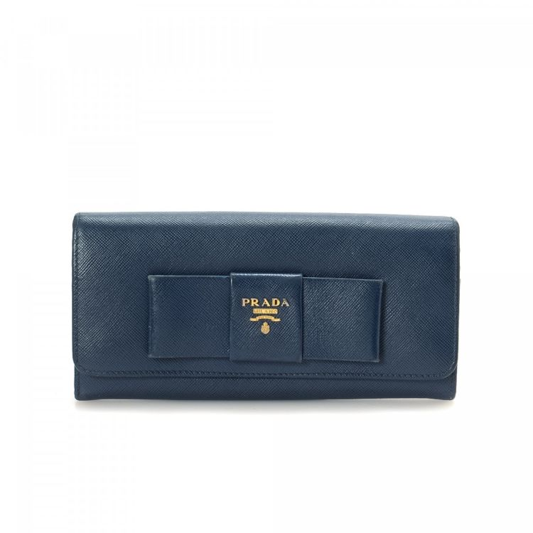 aa054dc17b9ee3 The authenticity of this vintage Prada Long Bow wallet is guaranteed by  LXRandCo. This lovely wallet was crafted in saffiano lux leather in navy.