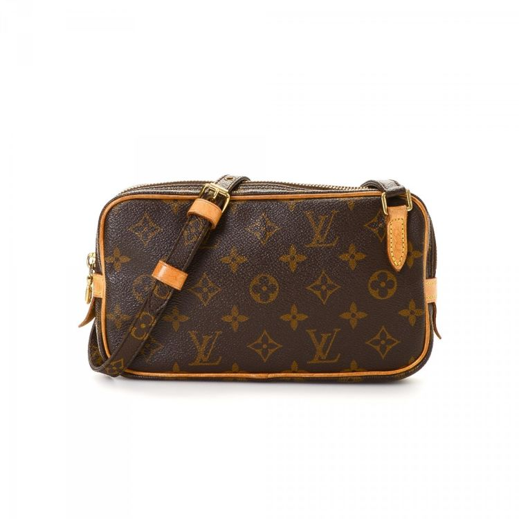 a9c9bf443462 LXRandCo guarantees this is an authentic vintage Louis Vuitton Pochette Marly  Bandouliere messenger   crossbody bag. Crafted in monogram coated canvas