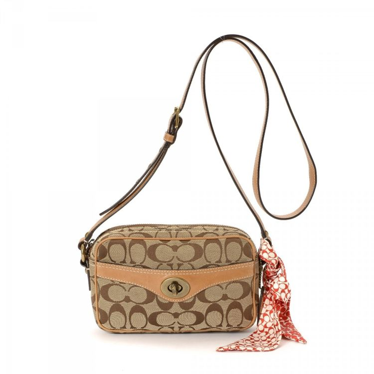 c873cd81733f The authenticity of this vintage Coach Crossbody Bag messenger   crossbody  bag is guaranteed by LXRandCo. This chic pocketbook in beige is made of  canvas.