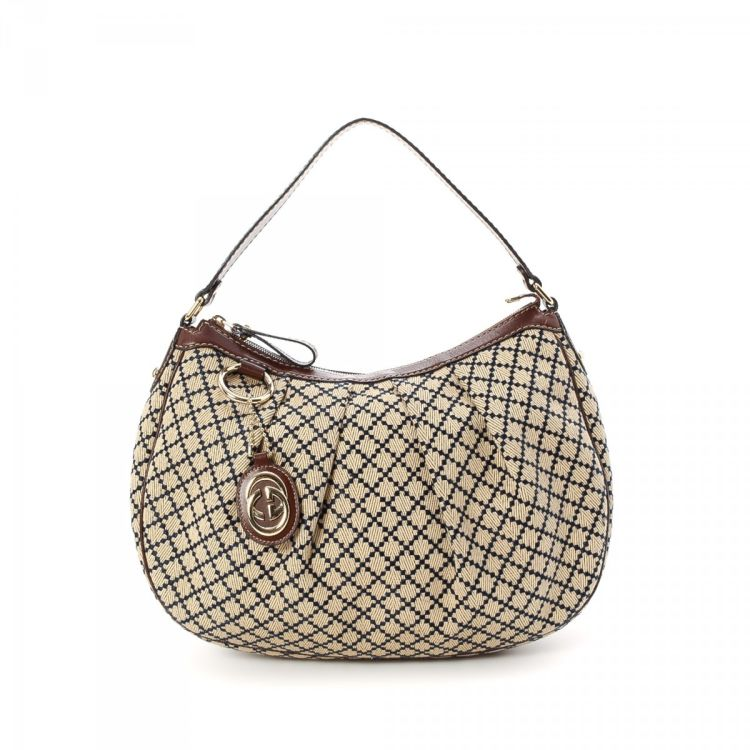 c0f30b05e2dc The authenticity of this vintage Gucci Sukey Hobo Diamante tote is  guaranteed by LXRandCo. This elegant tote bag in beautiful beige is made in gg  canvas.