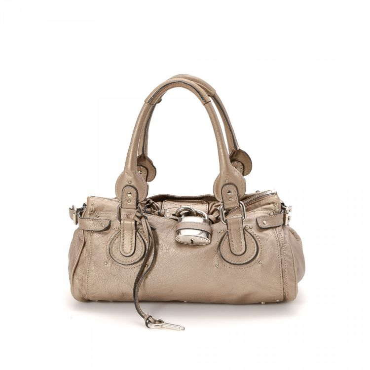 809956f748cb LXRandCo guarantees the authenticity of this vintage Chloé Paddington  handbag. This sophisticated bag in beige is made of leather. Due to the vintage  nature ...