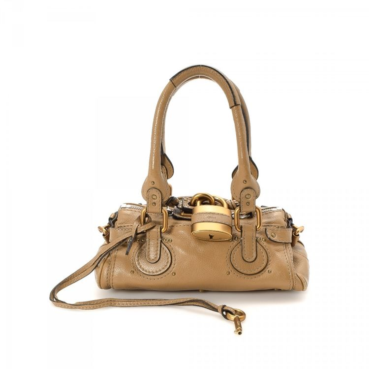 75d6a15a99 LXRandCo guarantees the authenticity of this vintage Chloé Mini Paddington  handbag. This iconic bag was crafted in leather in beautiful beige.