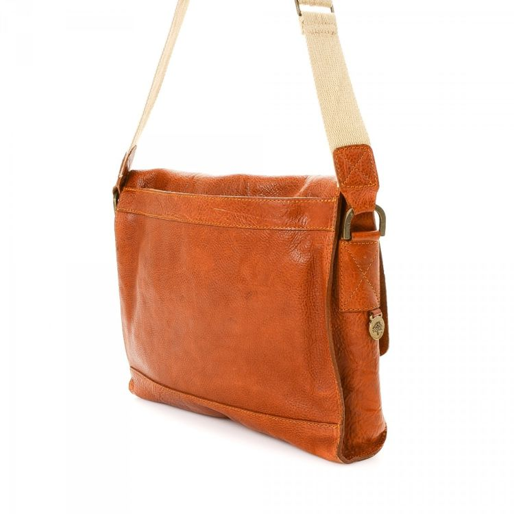 306aa6d405 ... this vintage Mulberry Brynmore Messenger Bag messenger   crossbody bag  is guaranteed by LXRandCo. This iconic hobo bag comes in beautiful brown  leather.
