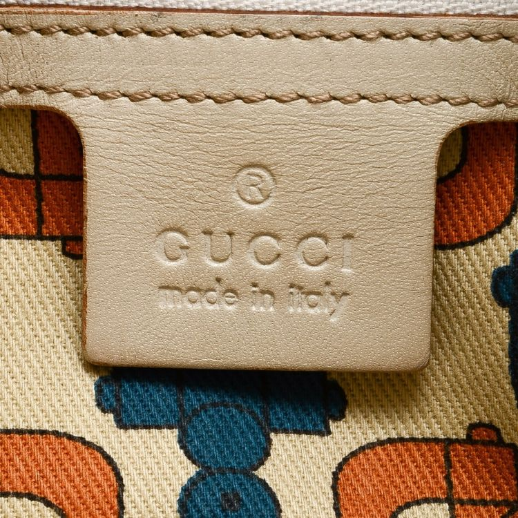 afa9257add33 LXRandCo guarantees the authenticity of this vintage Gucci Punch Mini tote.  This classic tote was crafted in guccissima leather in beautiful ivory.