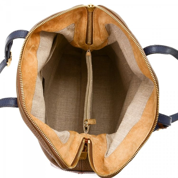 f1d831abe4f3 The authenticity of this vintage Fendi 2Bag shoulder bag is guaranteed by  LXRandCo. Crafted in leather