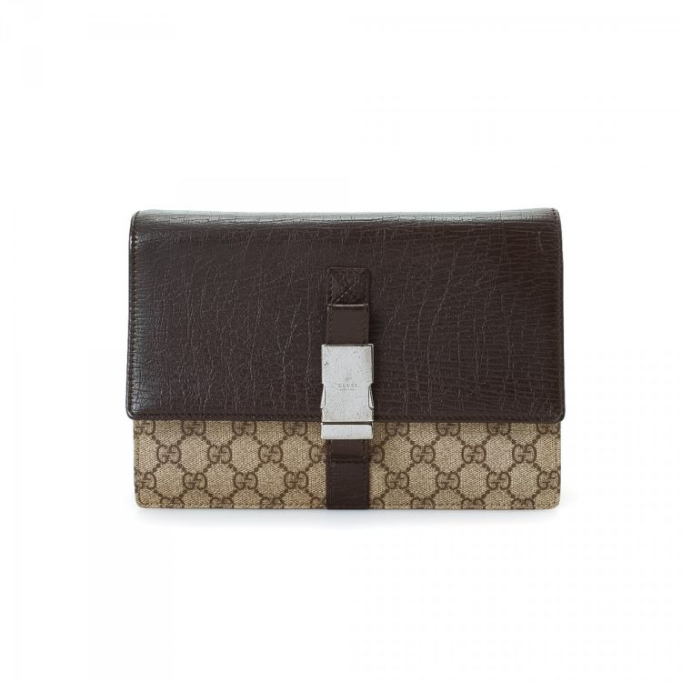 2fb9638b0 The authenticity of this vintage Gucci Bag clutch is guaranteed by  LXRandCo. Crafted in gg canvas, this beautiful envelope comes in brown.