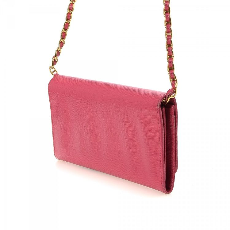 c7109f48380e8a LXRandCo guarantees this is an authentic vintage Prada Chain wallet. This  refined slimfold in beautiful pink is made in saffiano lux leather.