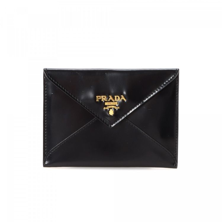 c8fec780282421 The authenticity of this vintage Prada Coin Case wallet is guaranteed by  LXRandCo. Crafted in leather, this refined billfold comes in black.