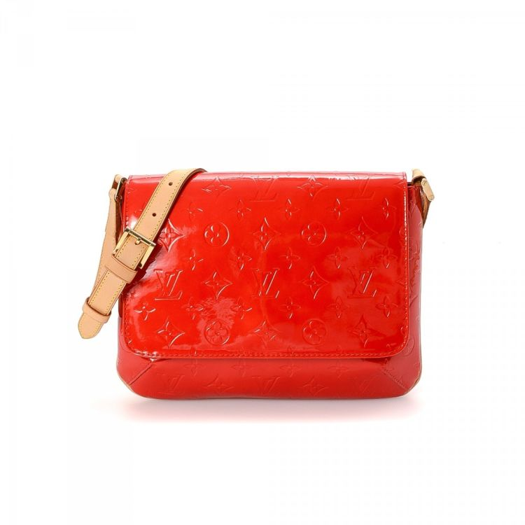 d28616a5edf2 ... Louis Vuitton Thompson Street messenger   crossbody bag is guaranteed  by LXRandCo. This stylish pocketbook was crafted in vernis patent leather  in red.