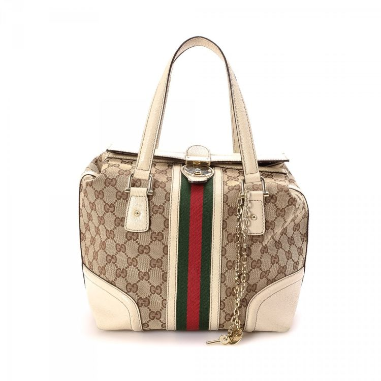 495a261d100 LXRandCo guarantees the authenticity of this vintage Gucci Handbag shoulder  bag. This practical purse was crafted in gg canvas in beautiful brown.