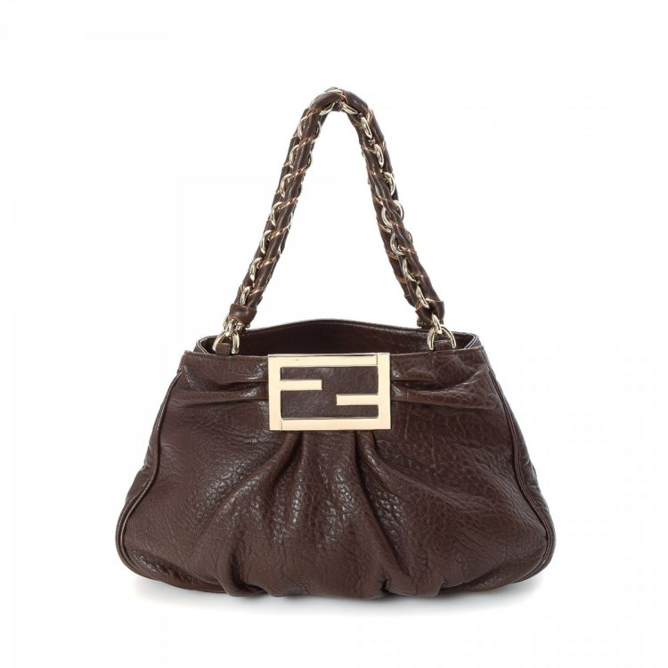 a3a9e2d9a3 LXRandCo guarantees the authenticity of this vintage Fendi Chain Handbag  shoulder bag. This everyday bag was crafted in leather in beautiful brown.