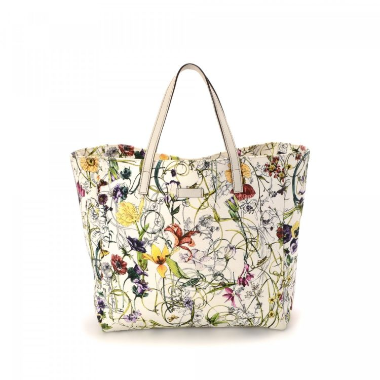 15760c0dff7 LXRandCo guarantees this is an authentic vintage Gucci Flora tote. This  iconic tote bag was crafted in canvas in multi color. Due to the vintage  nature of ...