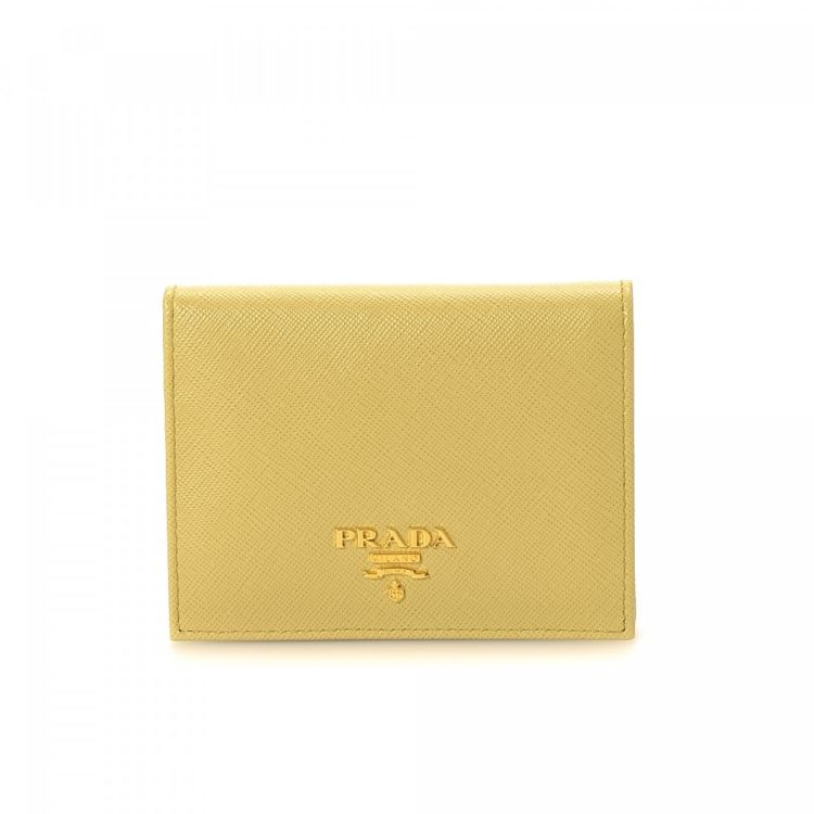 475450f33d57 The authenticity of this vintage Prada wallet is guaranteed by LXRandCo.  This refined coin purse in beautiful yellow is made in saffiano leather.