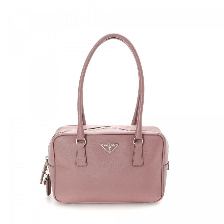 The authenticity of this vintage Prada handbag is guaranteed by LXRandCo.  This exquisite purse was crafted in saffiano leather in light pink. 5f8066a4f5ec5