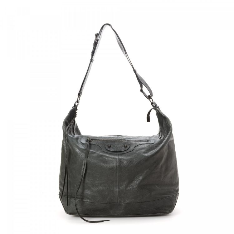 e995ddc057 LXRandCo guarantees the authenticity of this vintage Balenciaga Courier  shoulder bag. Crafted in lambskin