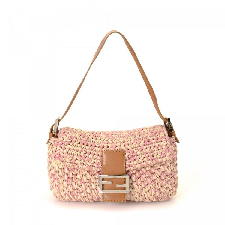 d865b165e363 LXRandCo guarantees the authenticity of this vintage Fendi Baguette  shoulder bag. This everyday bag in pink is made of raffia. Due to the  vintage nature of ...