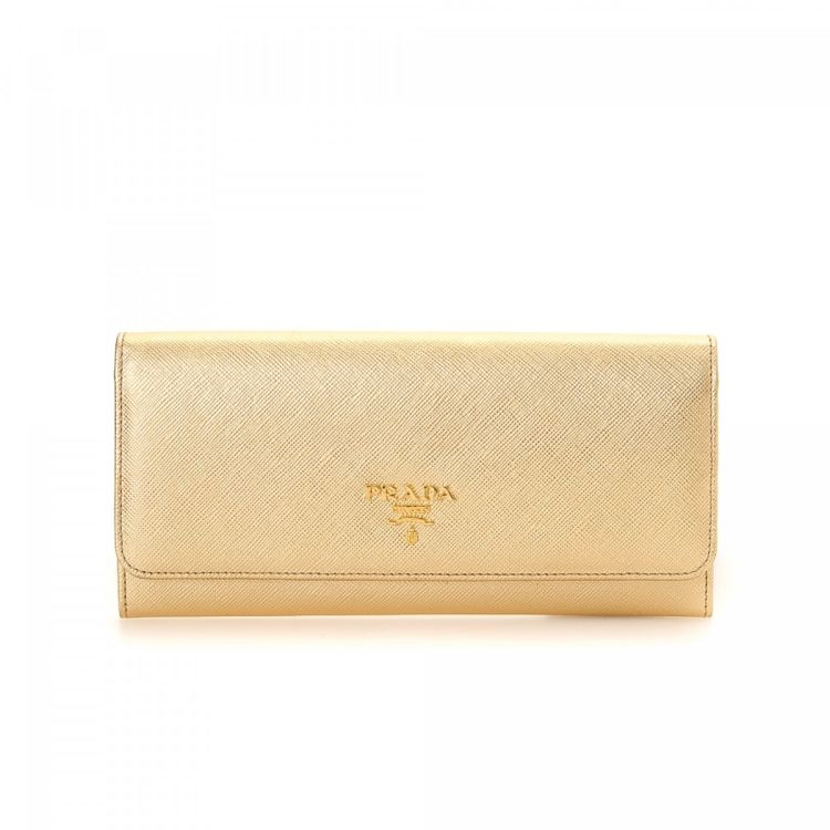 4ec83c0c56db The authenticity of this vintage Prada Flap wallet is guaranteed by LXRandCo.  Crafted in saffiano leather, this everyday card holder comes in gold.