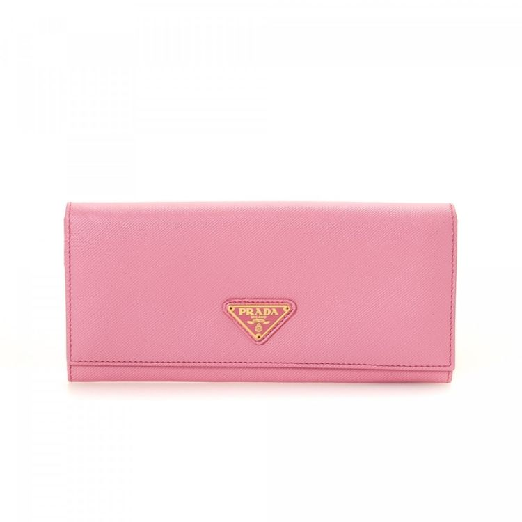 2ba6d36d36f6 LXRandCo guarantees the authenticity of this vintage Prada Continental  wallet. This everyday bifold in pink is made in saffiano leather.