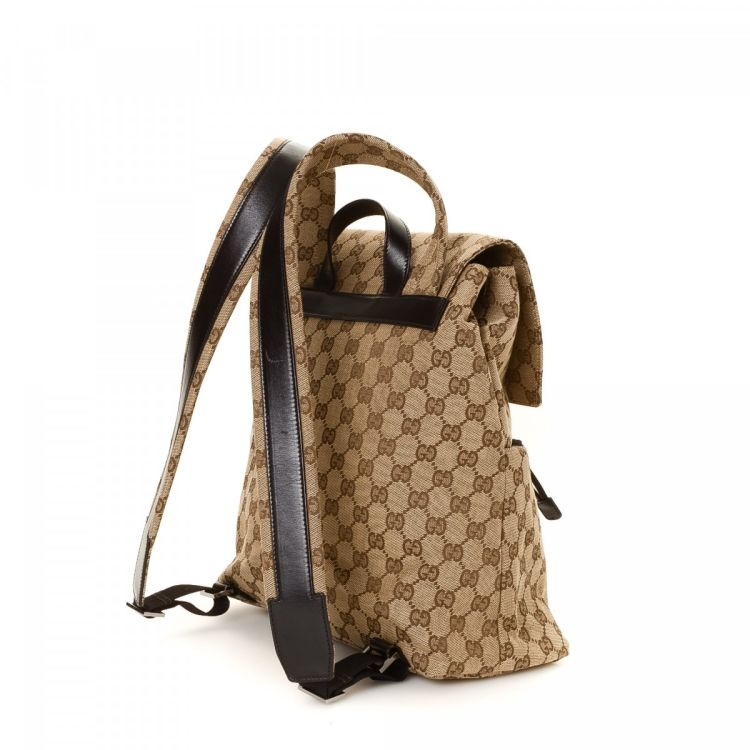 40ae8a40cb7 LXRandCo guarantees this is an authentic vintage Gucci backpack. This  signature book bag in beautiful beige is made in gg canvas. Due to the  vintage nature ...