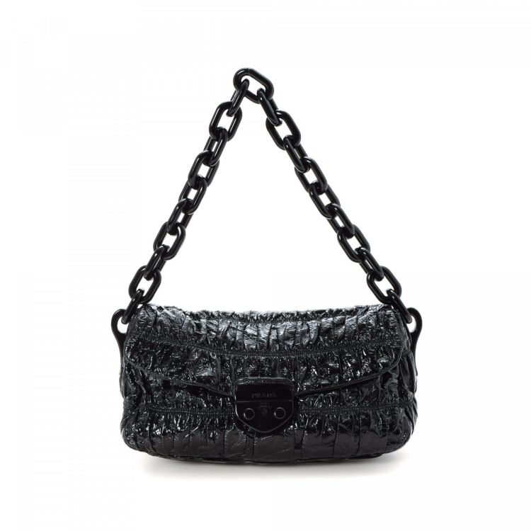 d0d9bec77 The authenticity of this vintage Prada Vernice Gaufre Chain Bag handbag is  guaranteed by LXRandCo. Crafted in patent leather, this beautiful purse  comes in ...