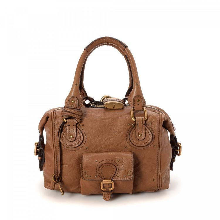 266054f13d9c LXRandCo guarantees the authenticity of this vintage Chloé Paddington  handbag. This elegant handbag was crafted in leather in brown.