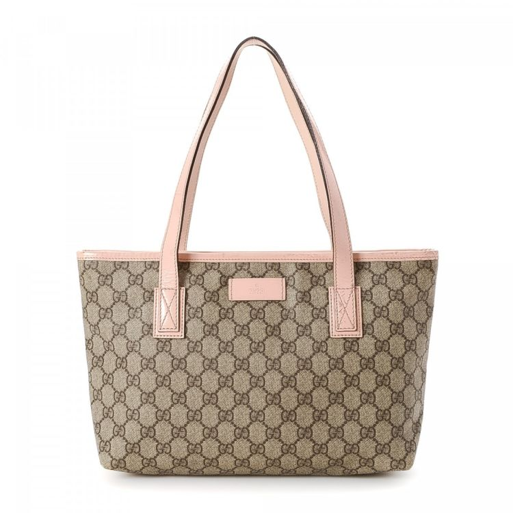 d5efa178194 LXRandCo guarantees this is an authentic vintage Gucci Bag tote. This  elegant large handbag in beautiful beige is made in gg supreme coated  canvas.